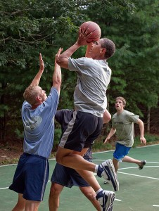 452px-Barack_Obama_basketball_at_Martha's_Vineyard