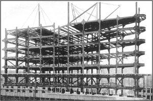 Black & white photo of Flatiron Building (NY) under construction