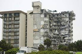 pic of Surfside, Florida condo building, showing collapse